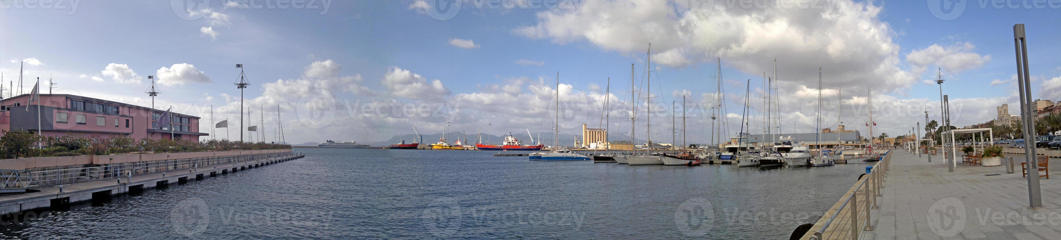 Harbor superwide photo
