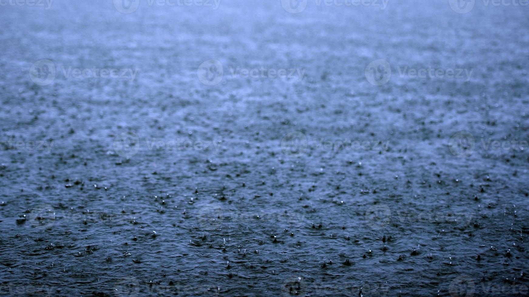 lago de lluvia foto