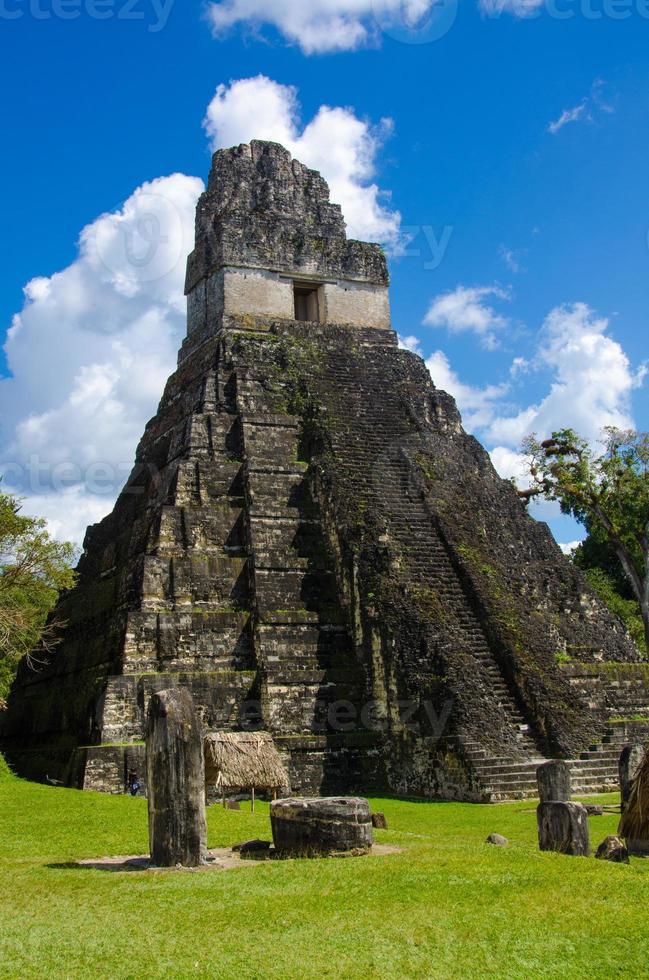 ruinas de tikal y pirámides foto