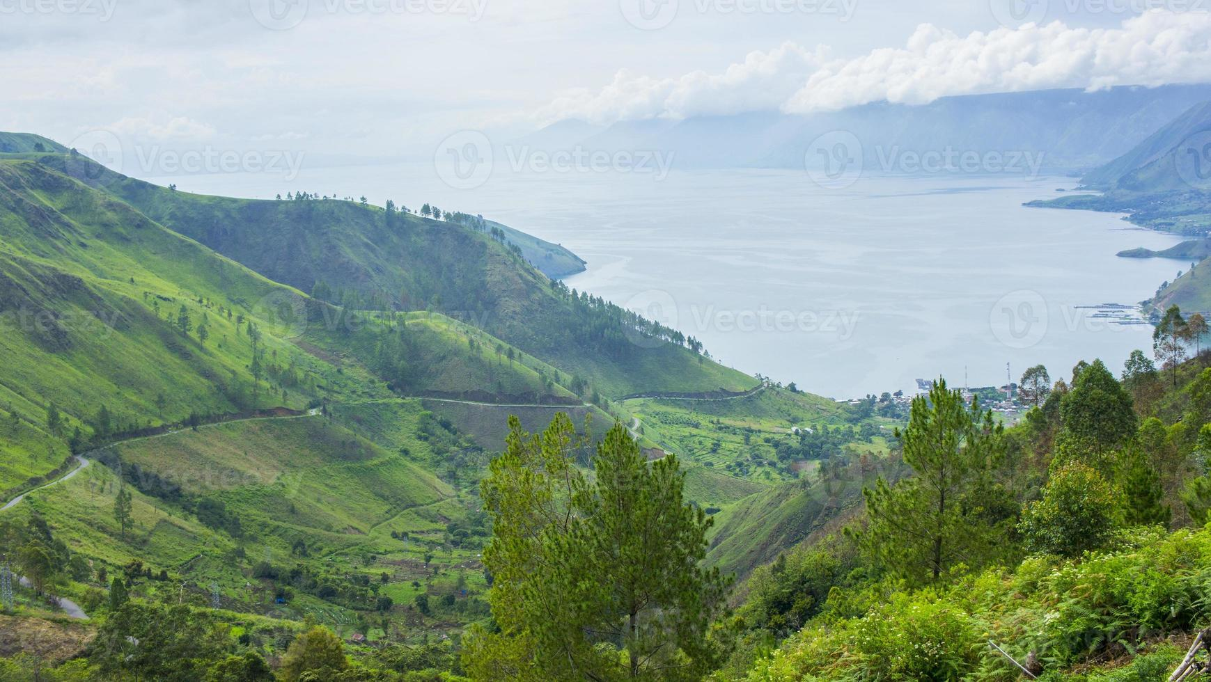 paisaje del lago toba foto