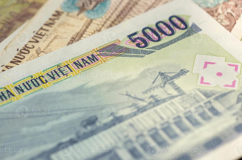Billete de banco en cinco mil dong vietnamita de cerca foto