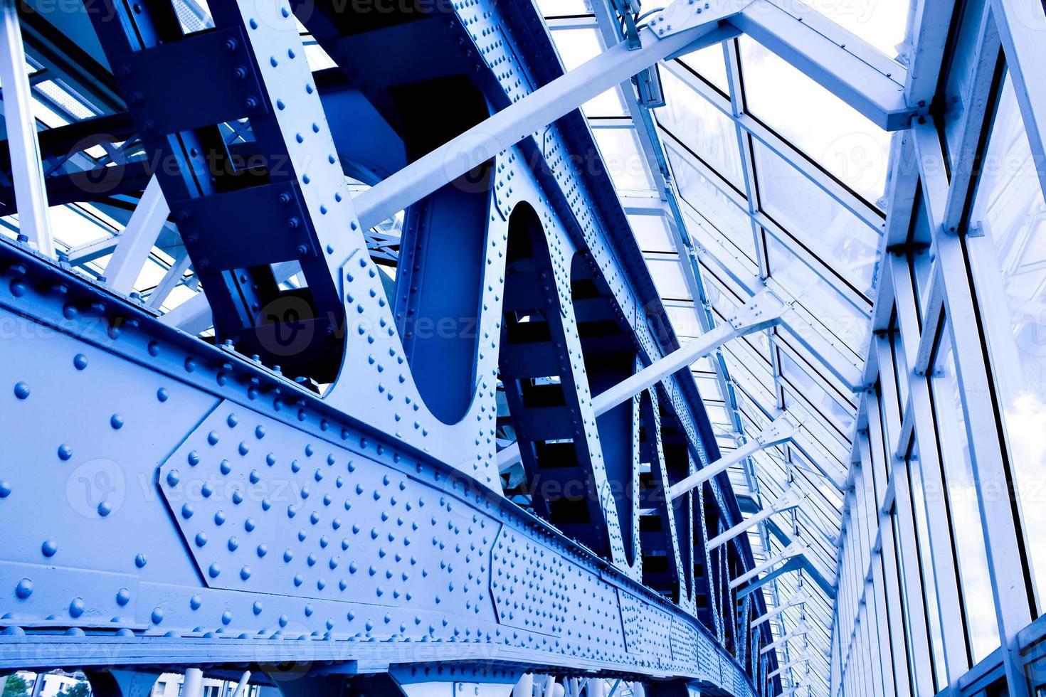 techo abstracto azul en oficina foto