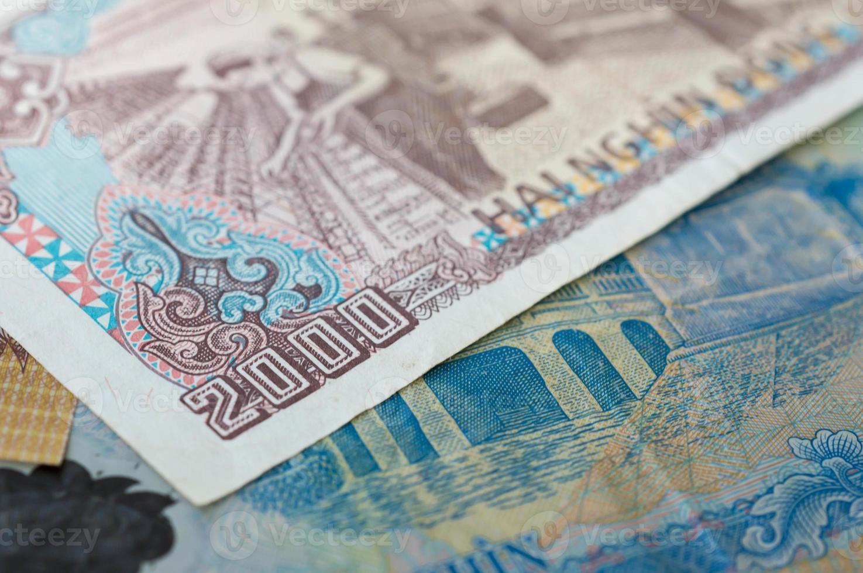 Billete de banco en dos mil dong vietnamita de cerca foto