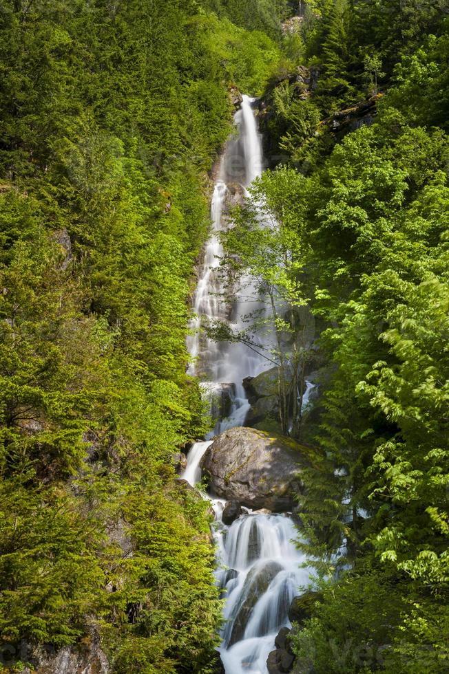 cascada de montaña foto