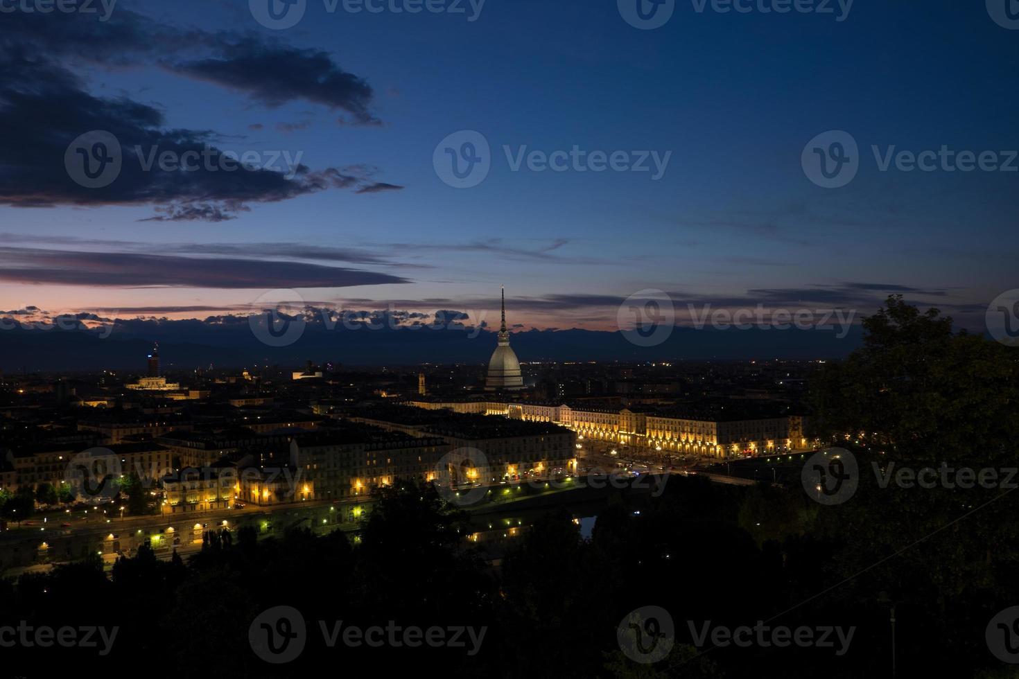 mole antonelliana en anochecer orizontal foto