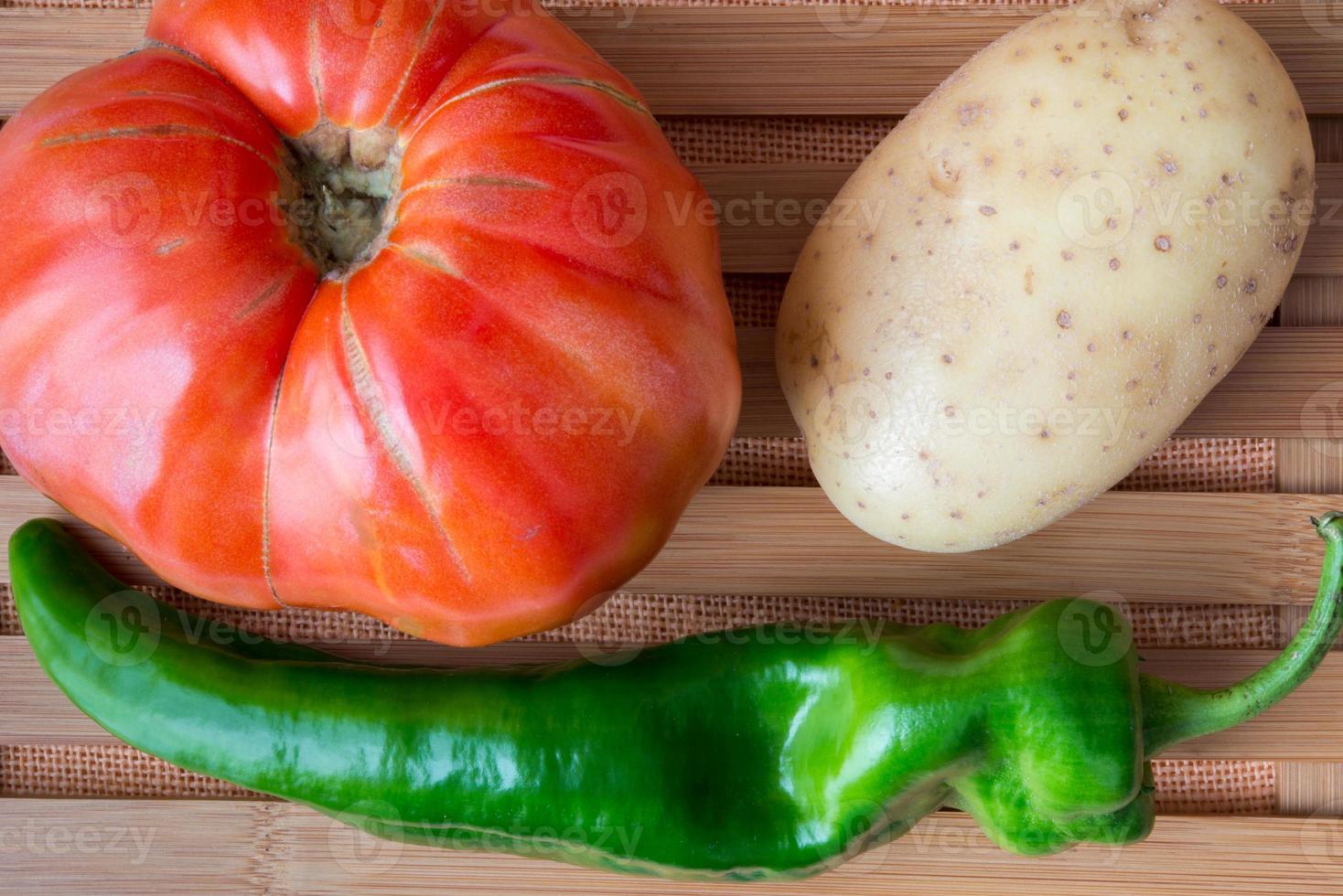 tomate, papa y pimiento. foto