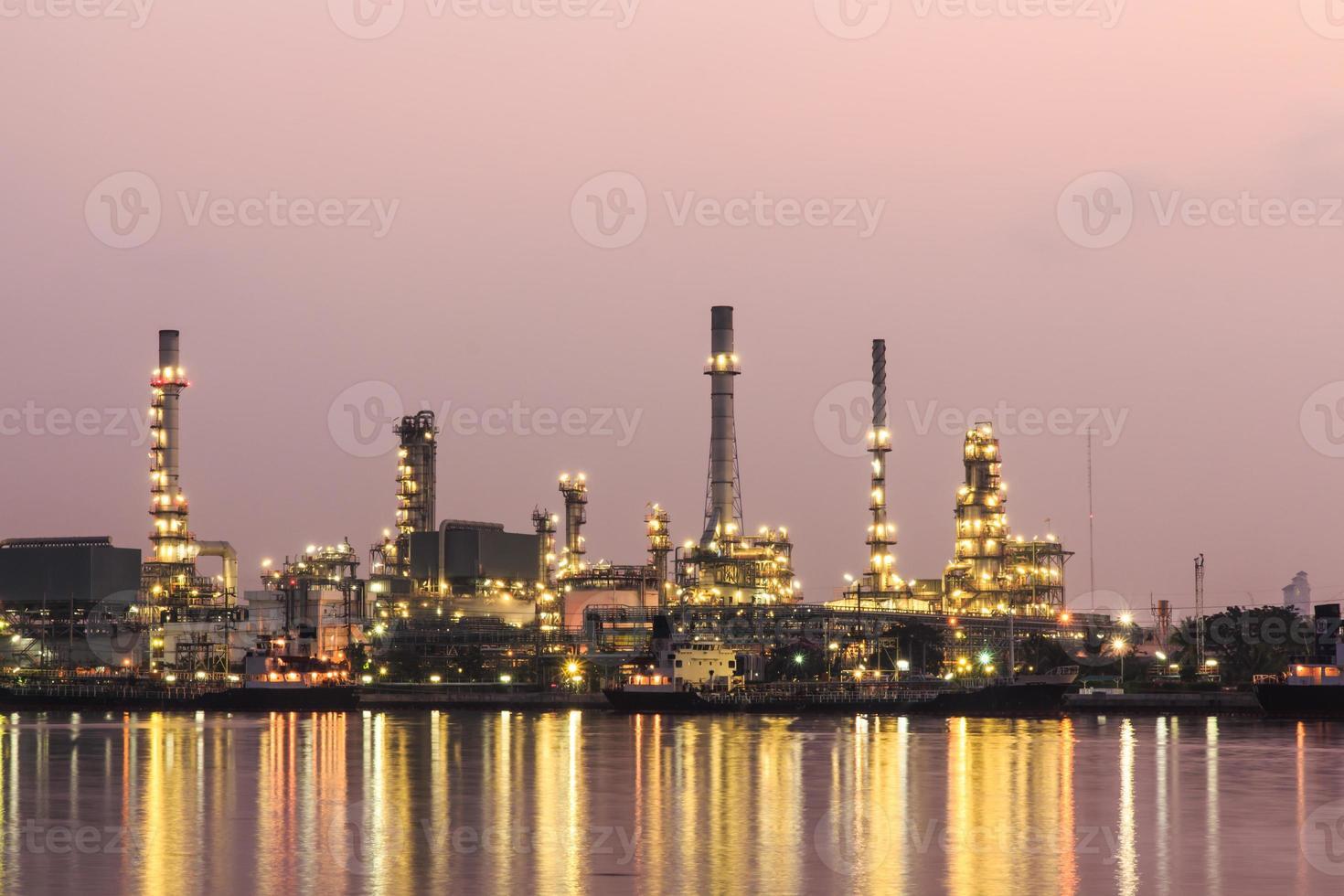 Refinería de petróleo en Bangkok, Tailandia. foto