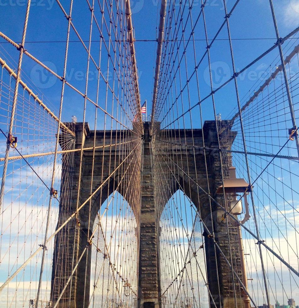 el puente de brooklyn en la ciudad de nueva york foto