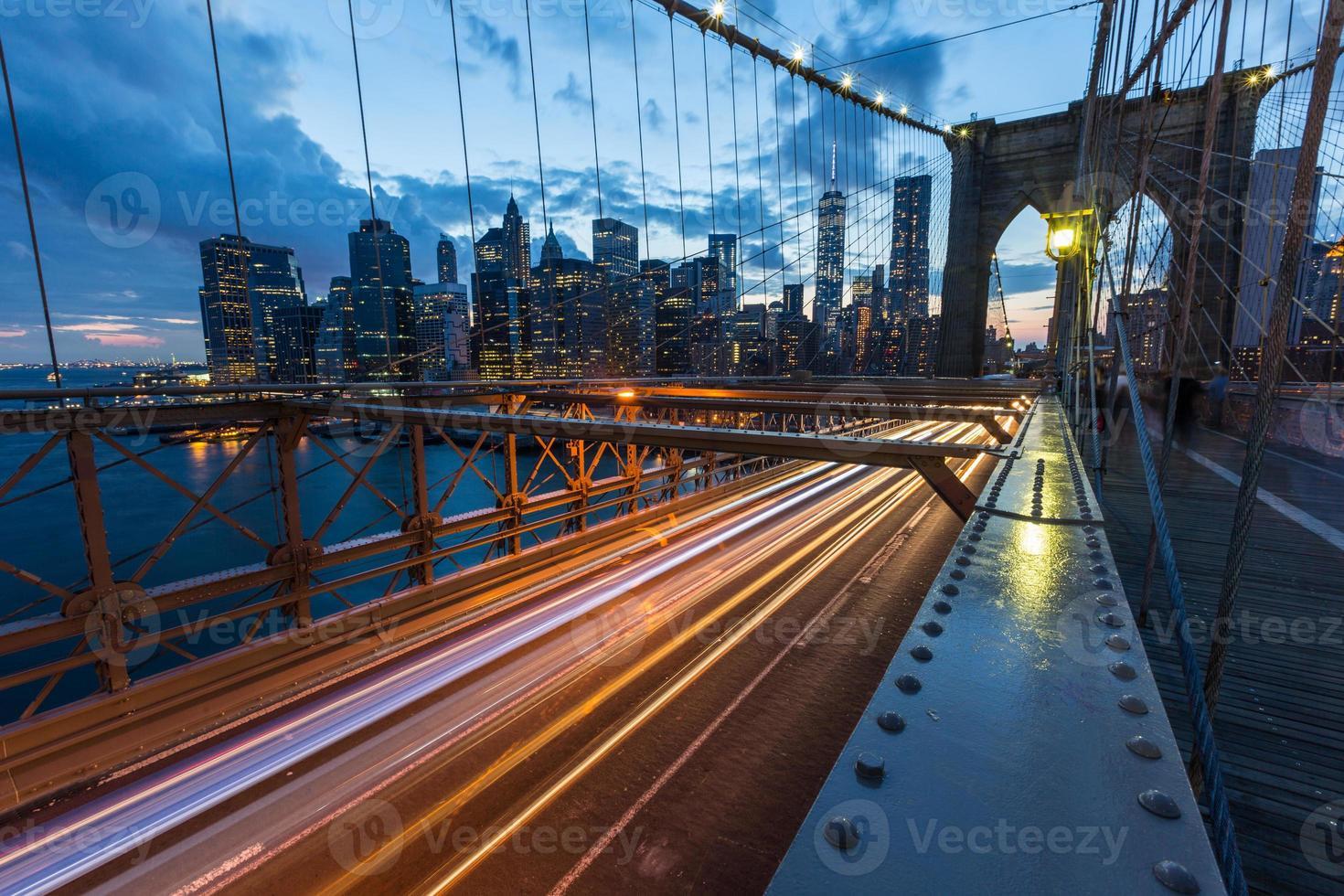 Puente de Brooklyn en Nueva York al atardecer foto