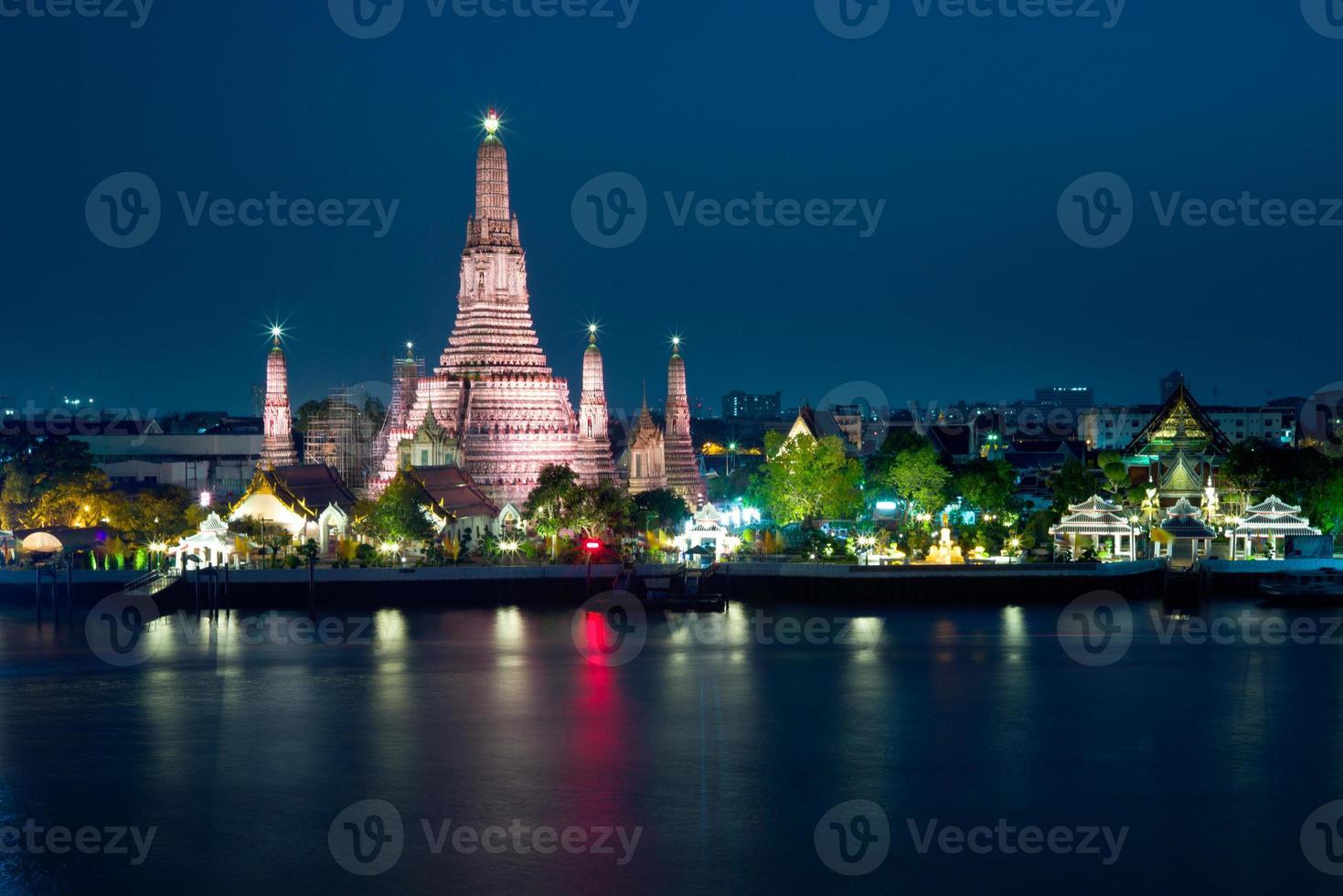 Arun Pagoda, Thailand Tradition Landmark, Bangkok photo