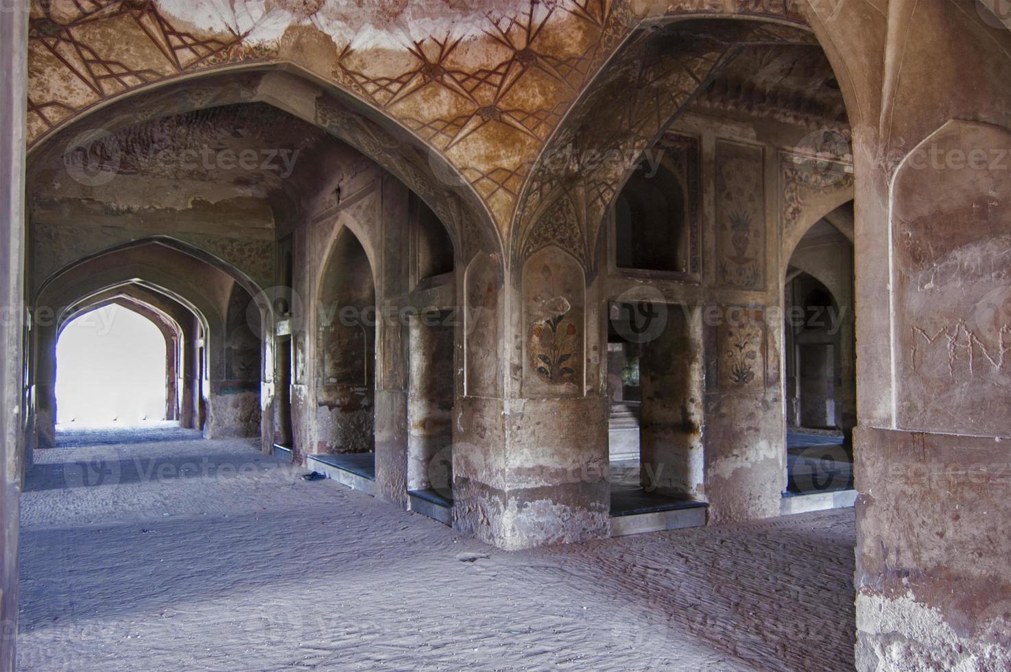 dentro del masuoleum de la reina noor-e-jehan, lahore foto