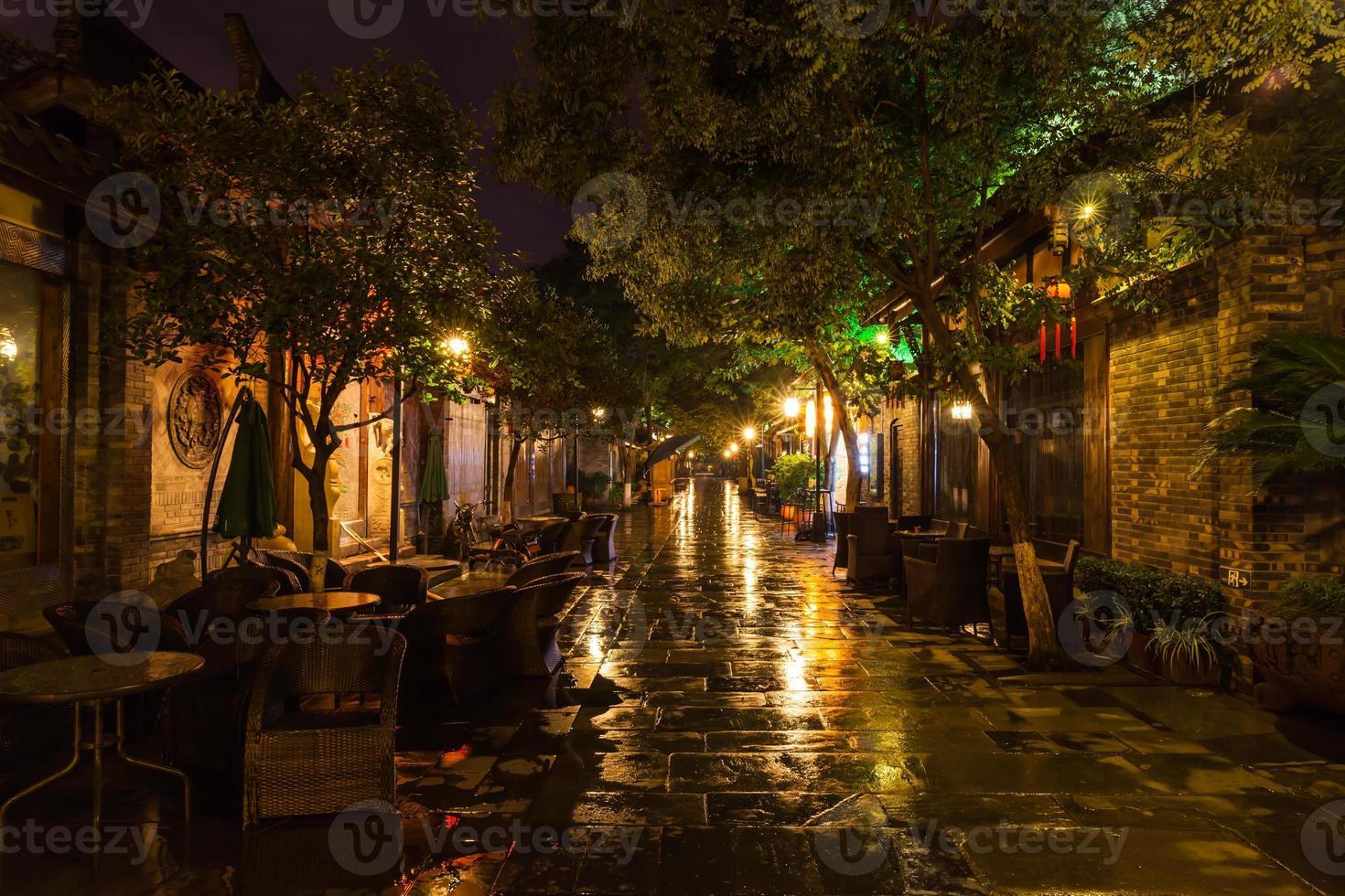 Night view of Kuanzhai Alley in Chengdu photo