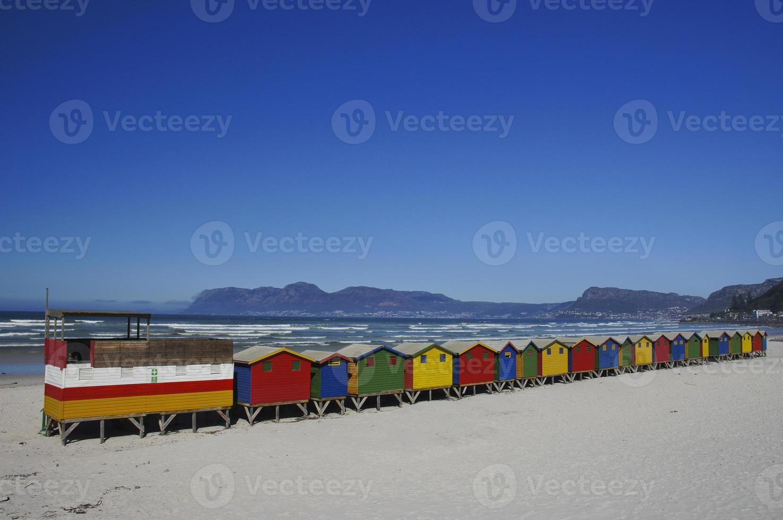 Hermosa playa de Muizenberg fuera de Ciudad del Cabo Sudáfrica foto