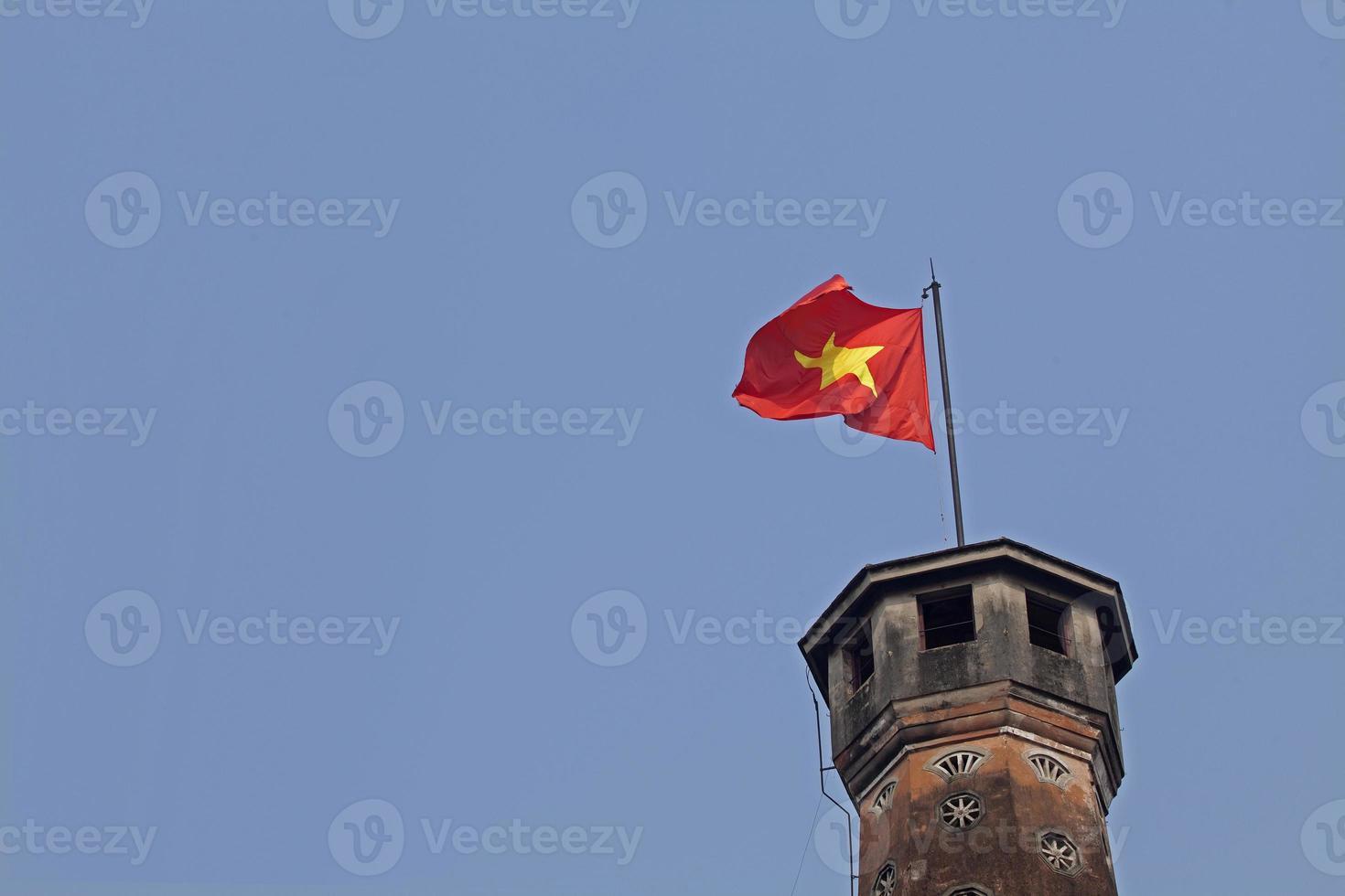 Bandera de Vietnam en la torre. foto