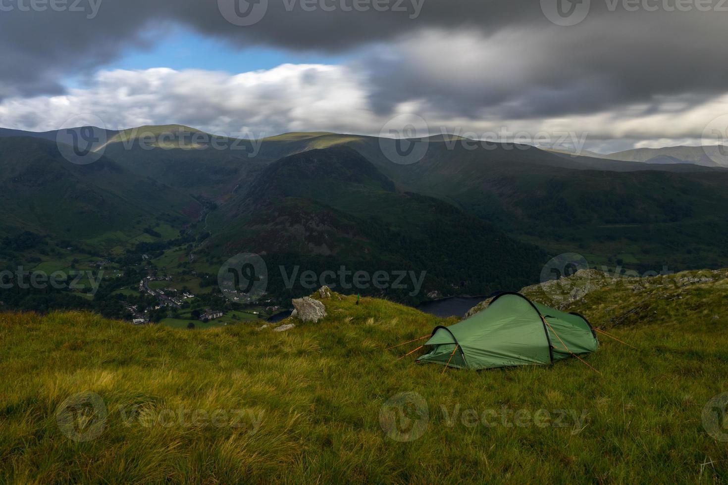 acampando en la naturaleza foto