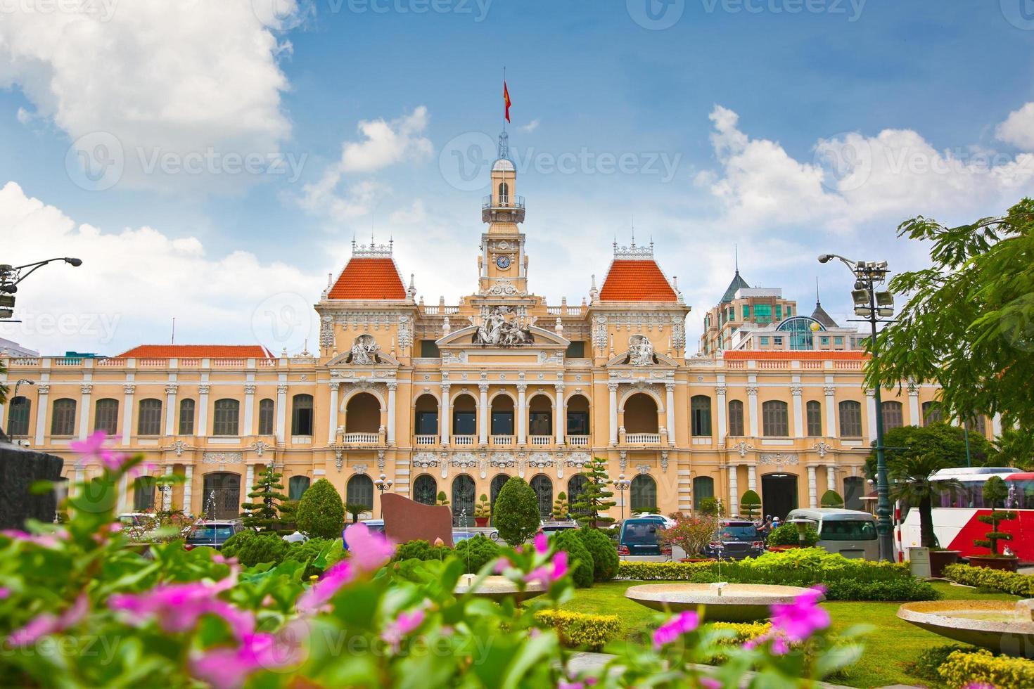 el ayuntamiento de ho chi minh en vietnam foto