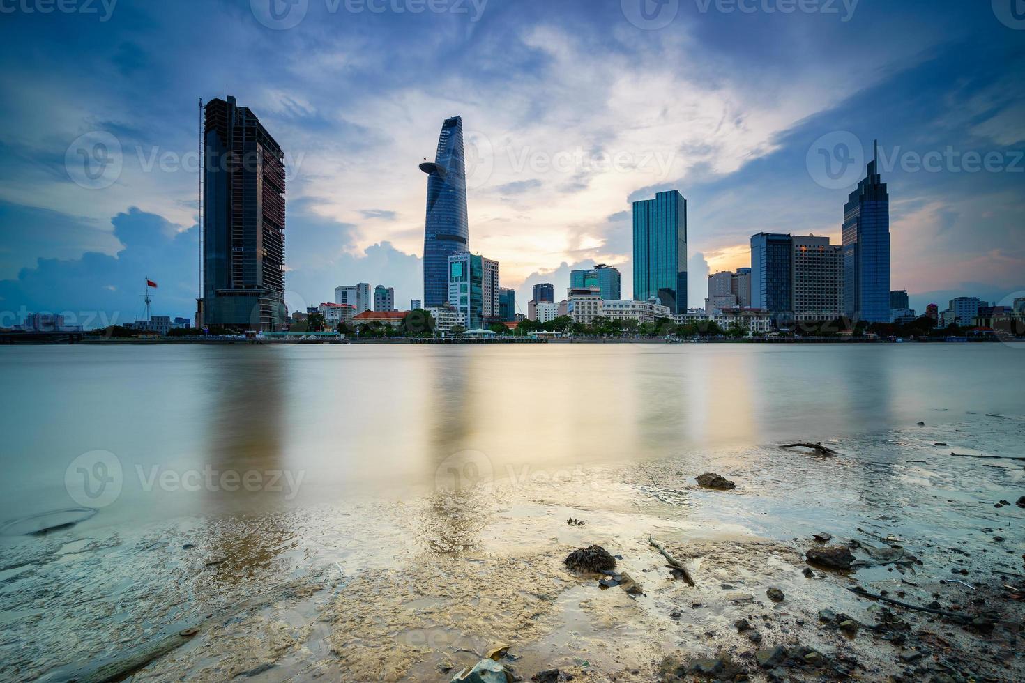 El centro de Saigón en Sunset, Ciudad Ho Chi Minh, Vietnam foto