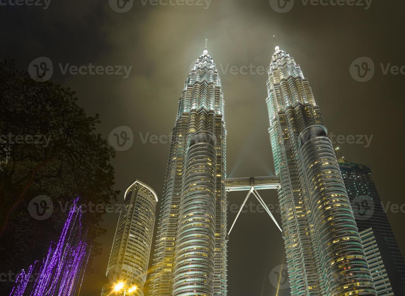 Twin Towers in Kuala Lumpur (Malaysia) photo