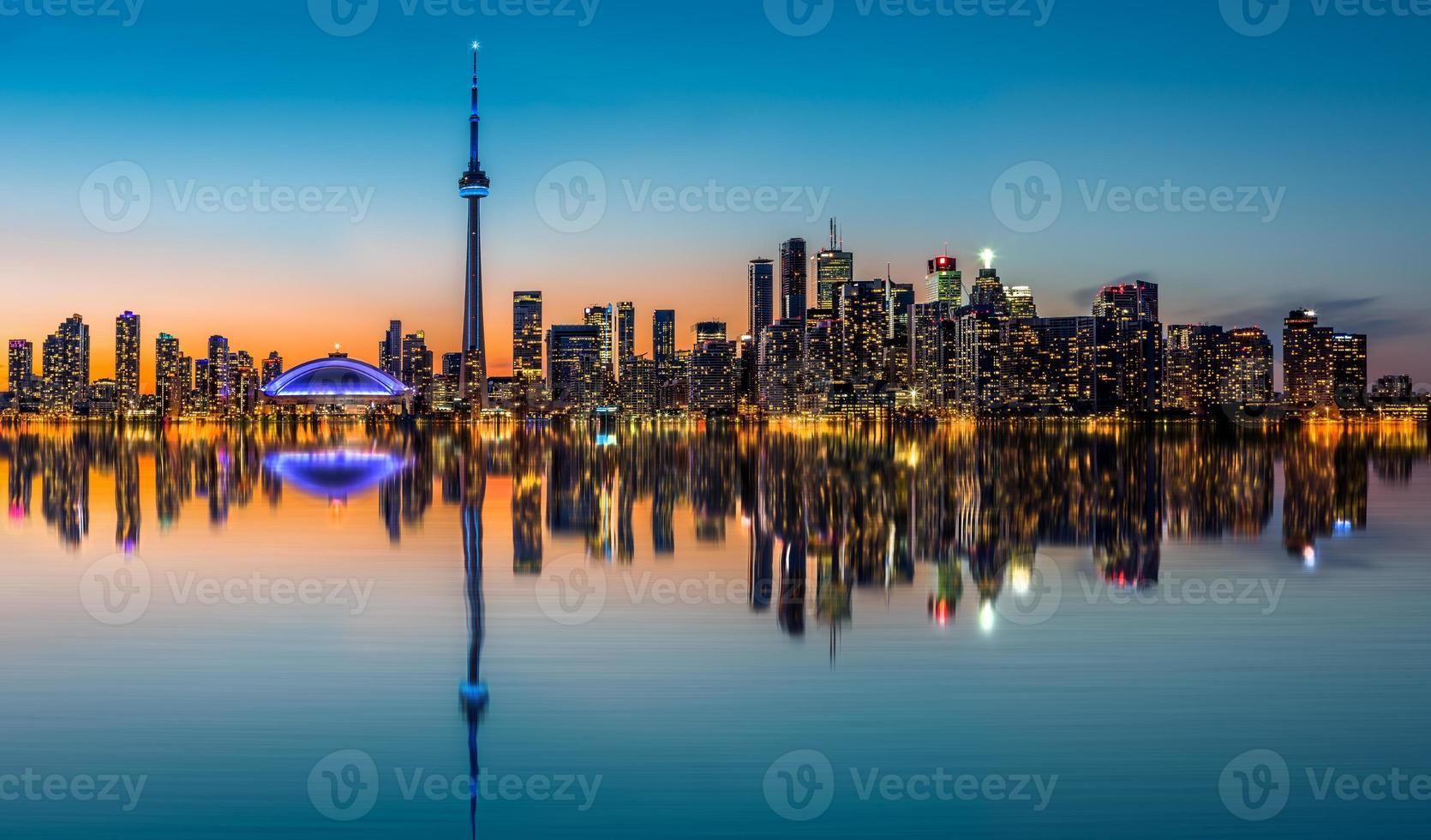 Horizonte de Toronto al atardecer foto