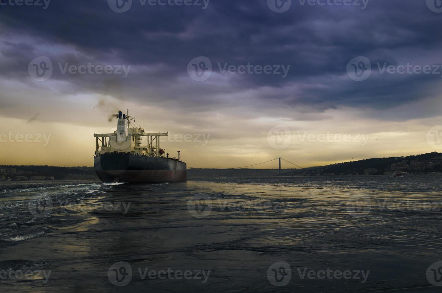 navio no Bósforo foto