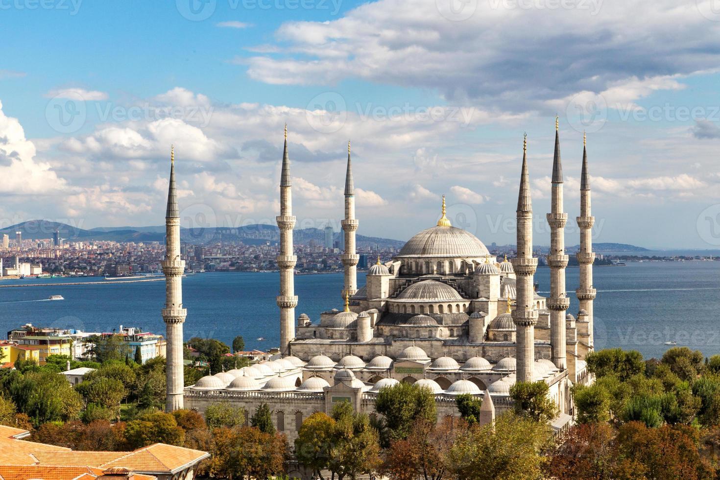 vista aérea de la mezquita azul y hermosos alrededores foto