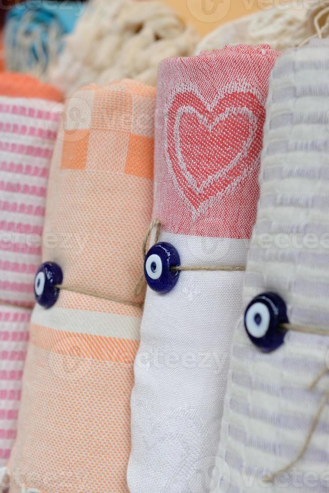 toallas de algodón turco tradicionales enrolladas foto