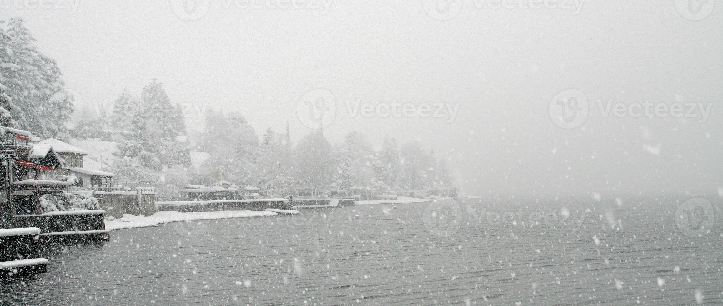 Lago d'inverno photo