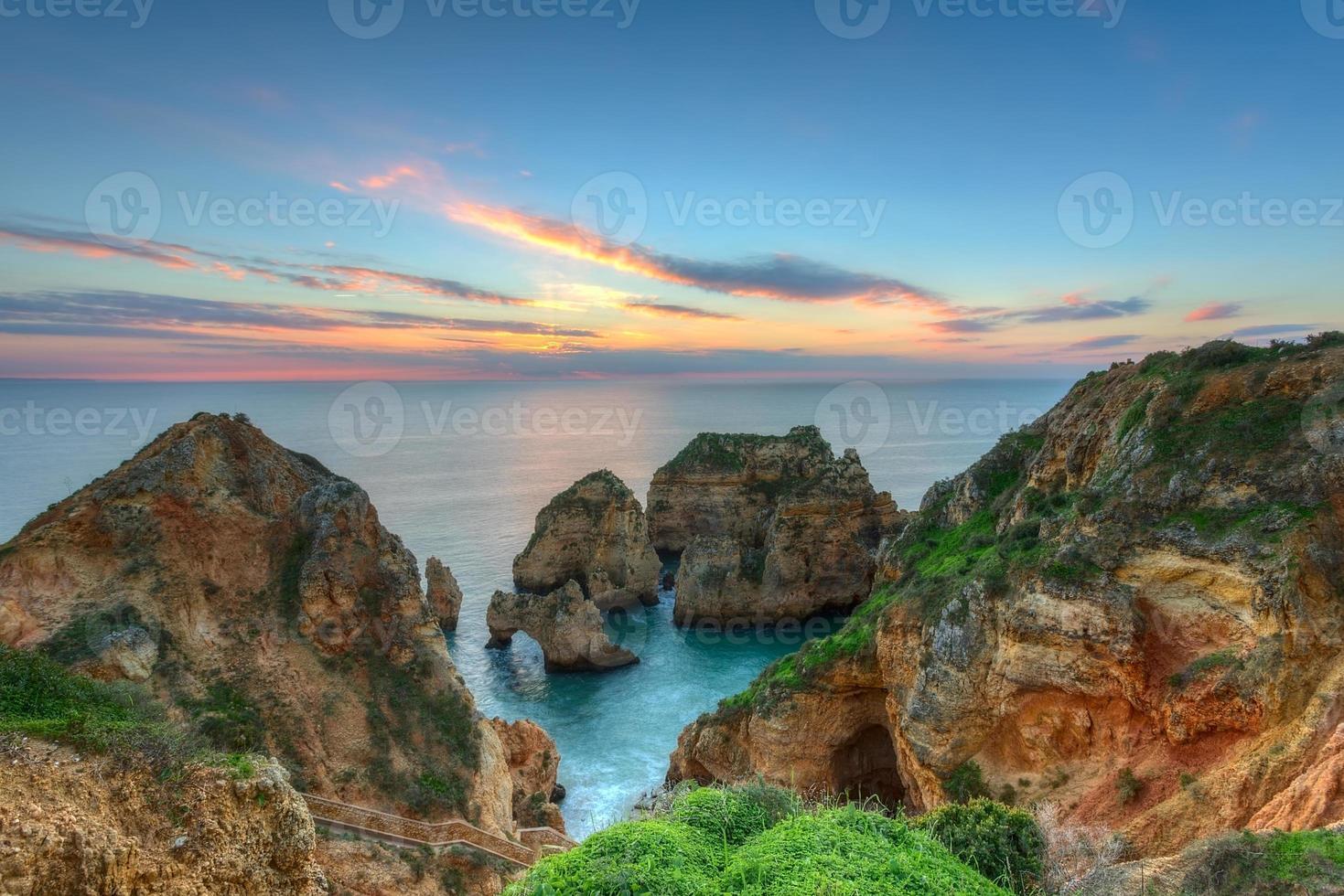 Hermoso mar paisaje amanecer. Lagos, Portugal, Algarve. foto