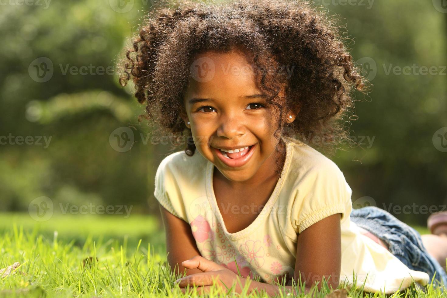 niño feliz foto