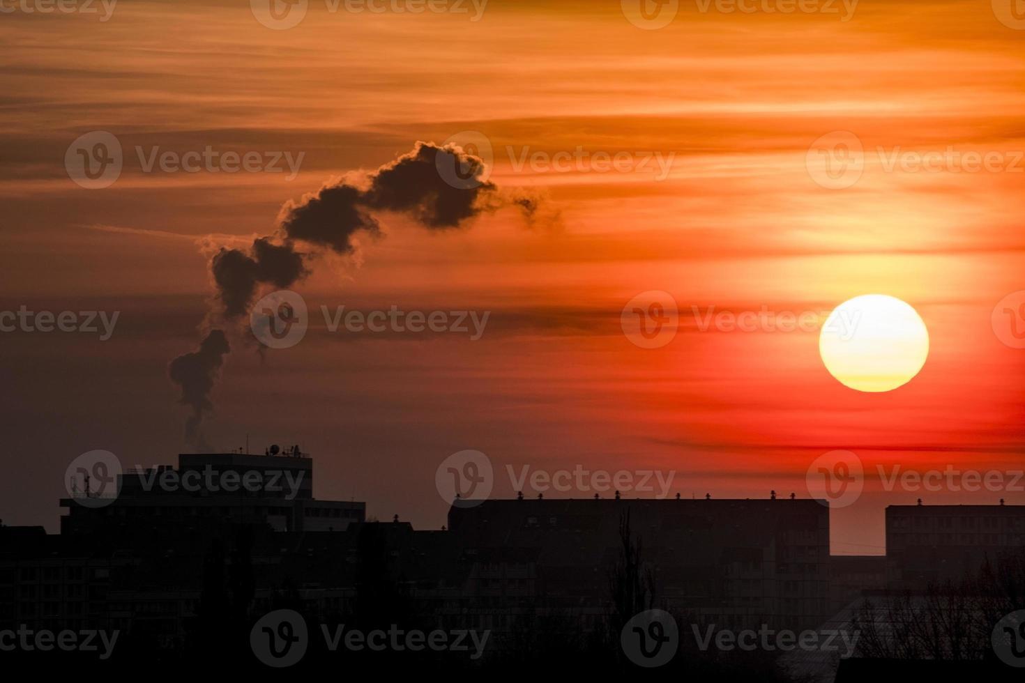 puesta de sol de la ciudad foto