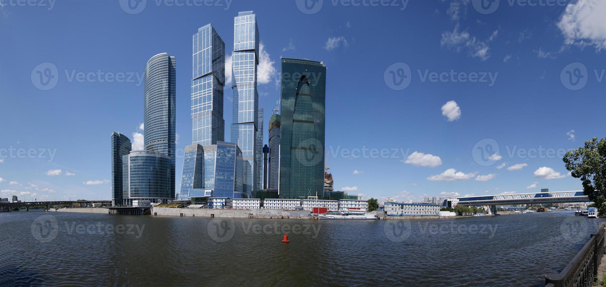 panorama del centro internacional de negocios en moscú, rusia foto
