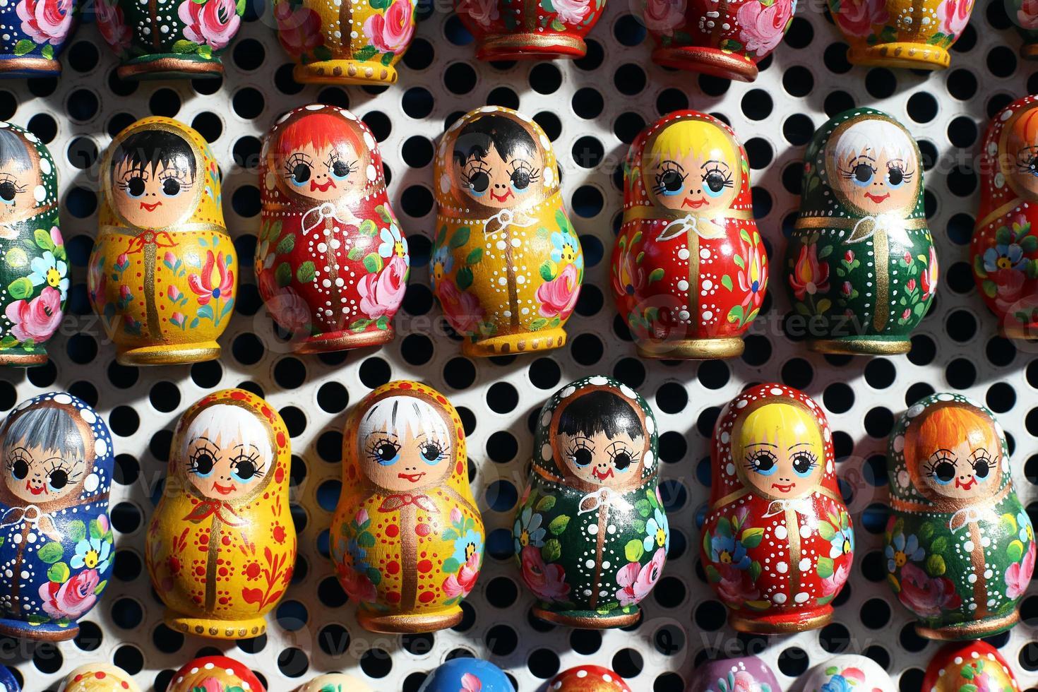 Grupo de muñecas rusas matreshka como recuerdos foto