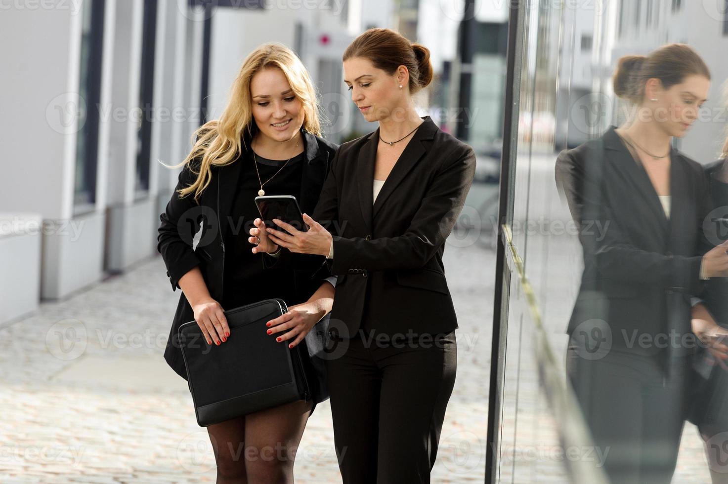 Female businesstalk photo