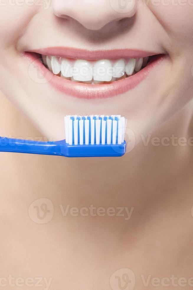 primer plano de la boca femenina foto