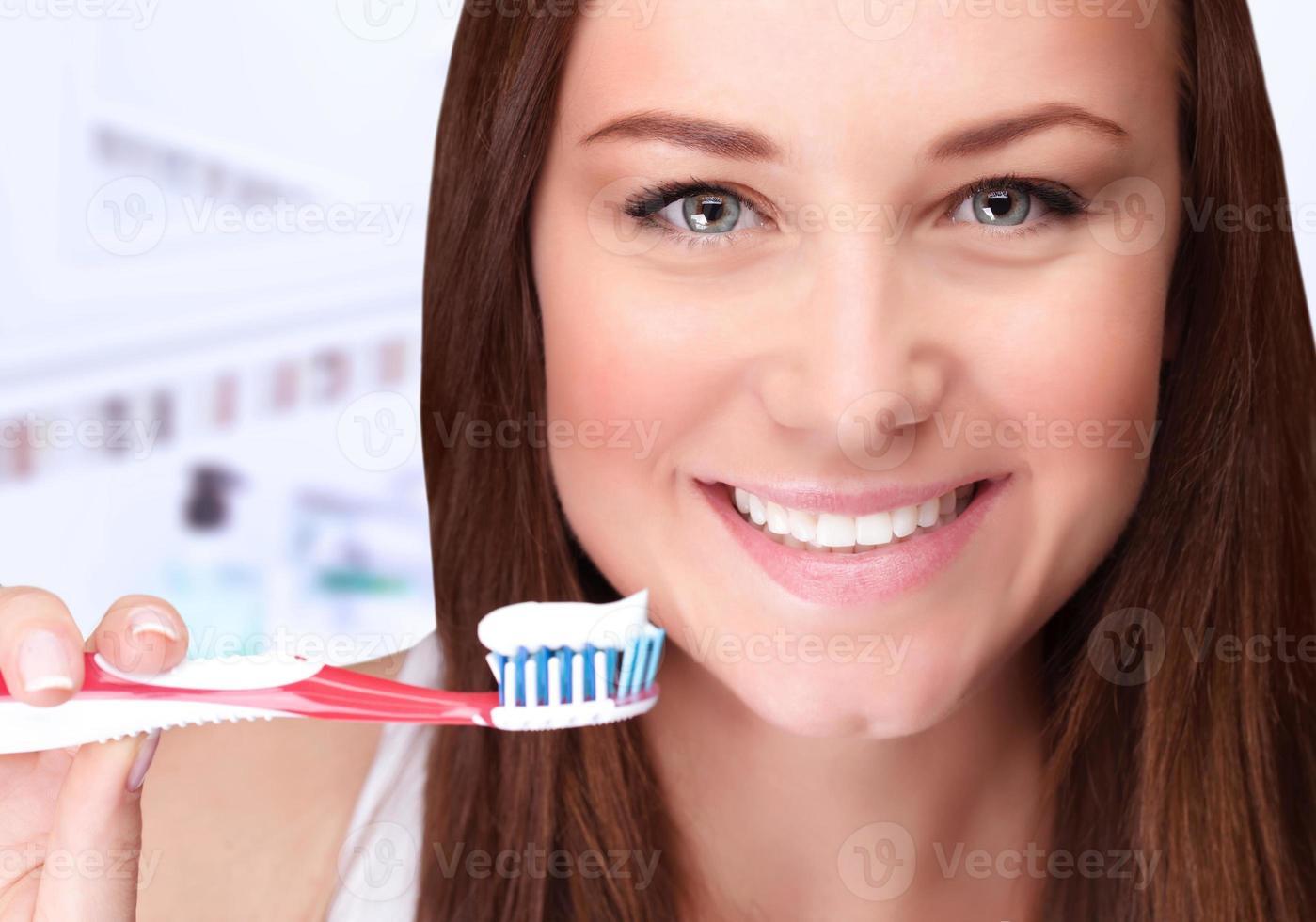 atractivos dientes limpios femeninos foto