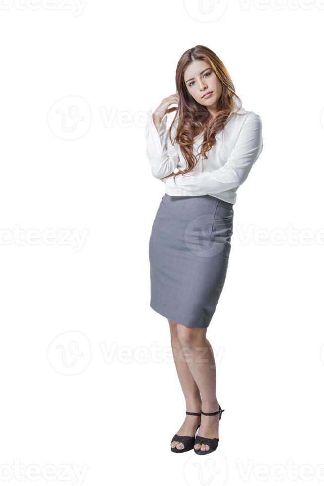 Retrato de cuerpo entero de una joven mujer de negocios asiática atractiva foto