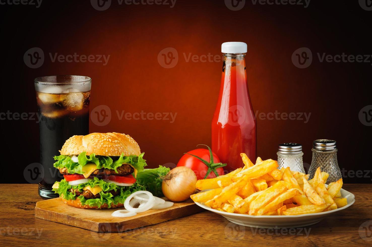 Bodegón con menú de hamburguesas foto