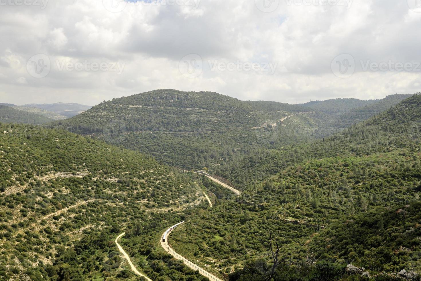 Ferrocarril en las montañas de Jerusalén, Israel foto