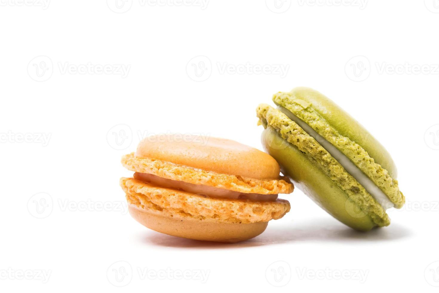 macarons sobre fondo blanco foto