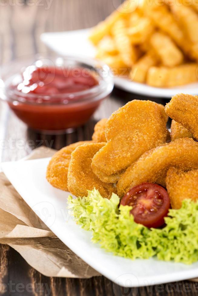 nuggets de pollo (con papas fritas) foto