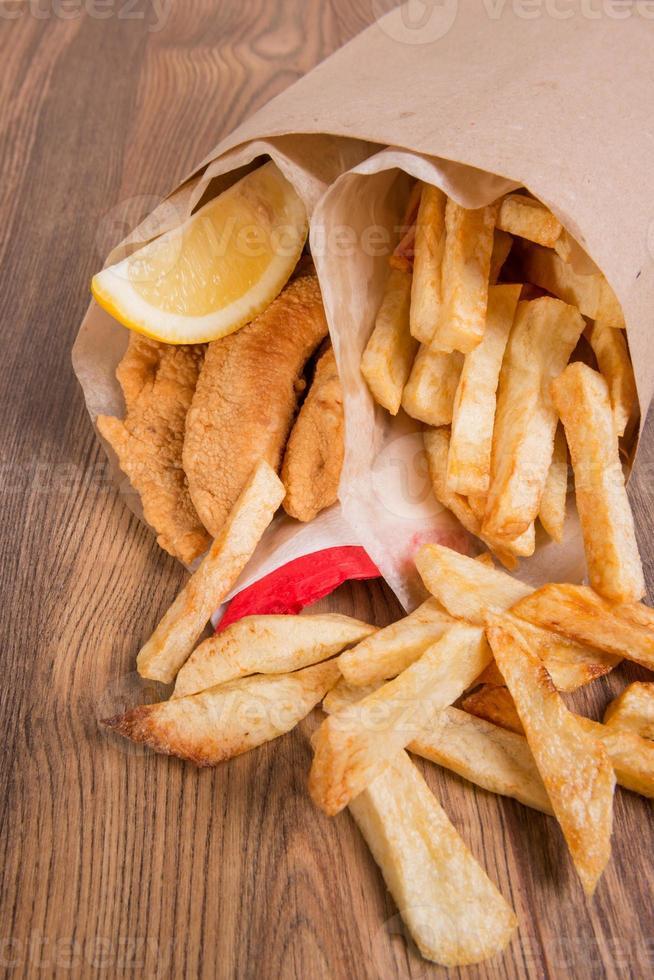 pescado y papas fritas foto