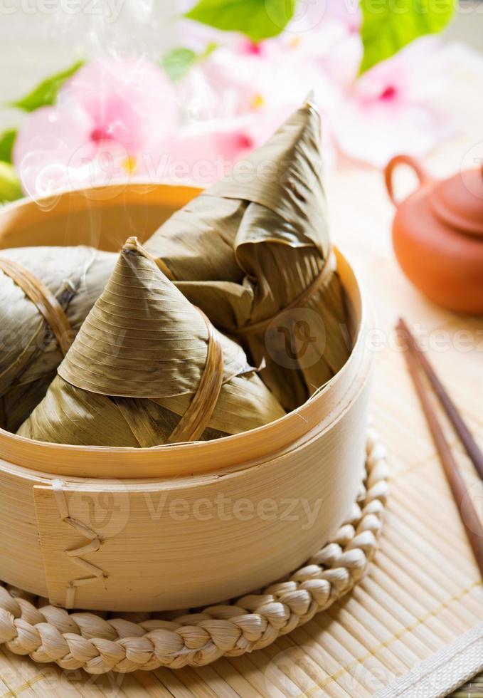 bola de masa hervida de arroz de comida china foto