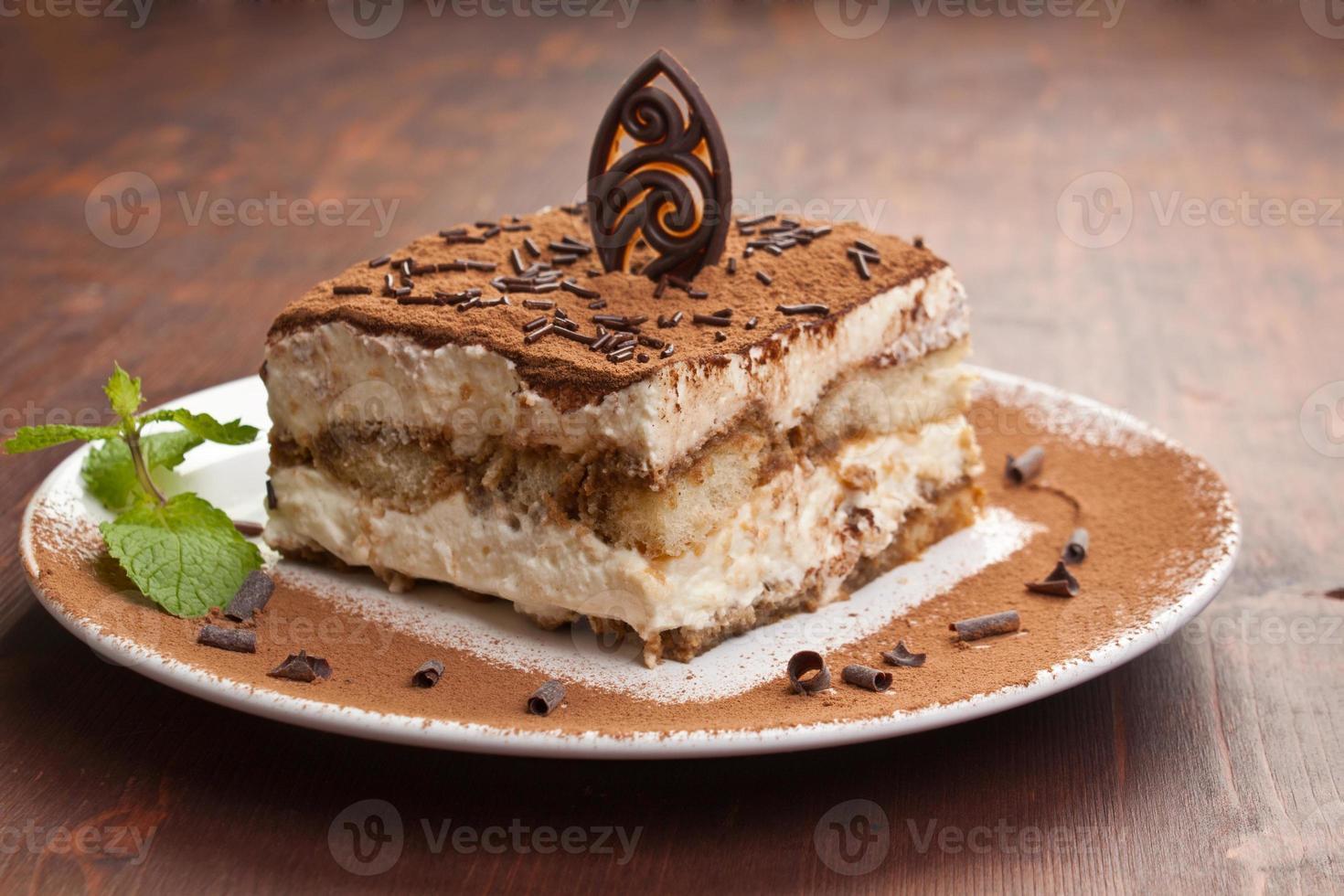porción de pastel de tiramisú italiano foto