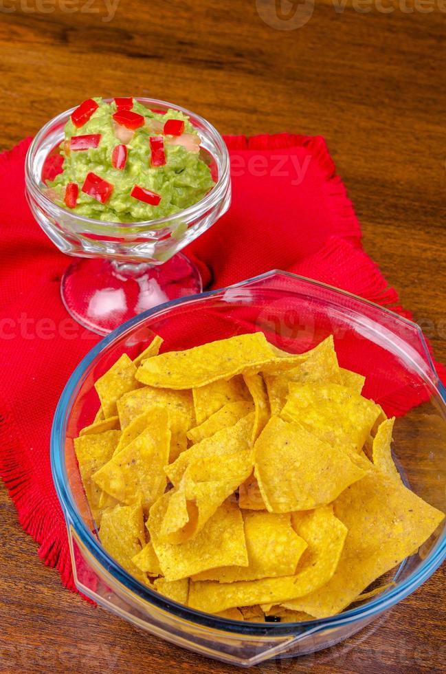 nachos listos para servir en un tazón foto