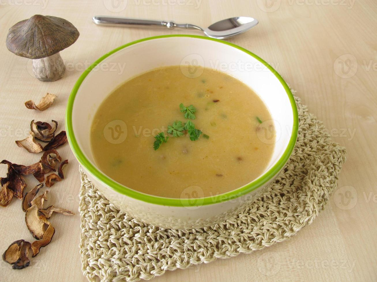 sopa de crema de champiñones foto