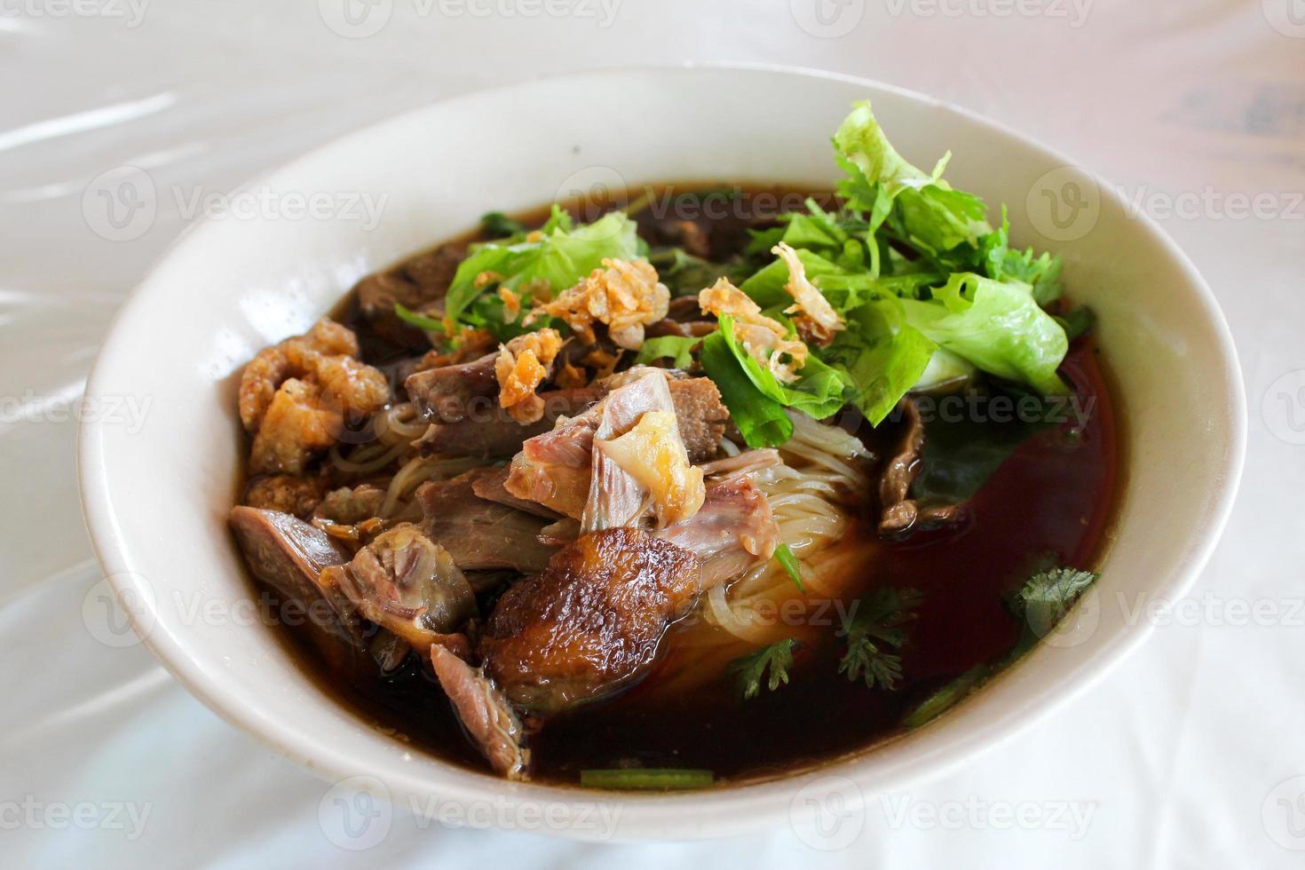 sopa de fideos tailandeses foto