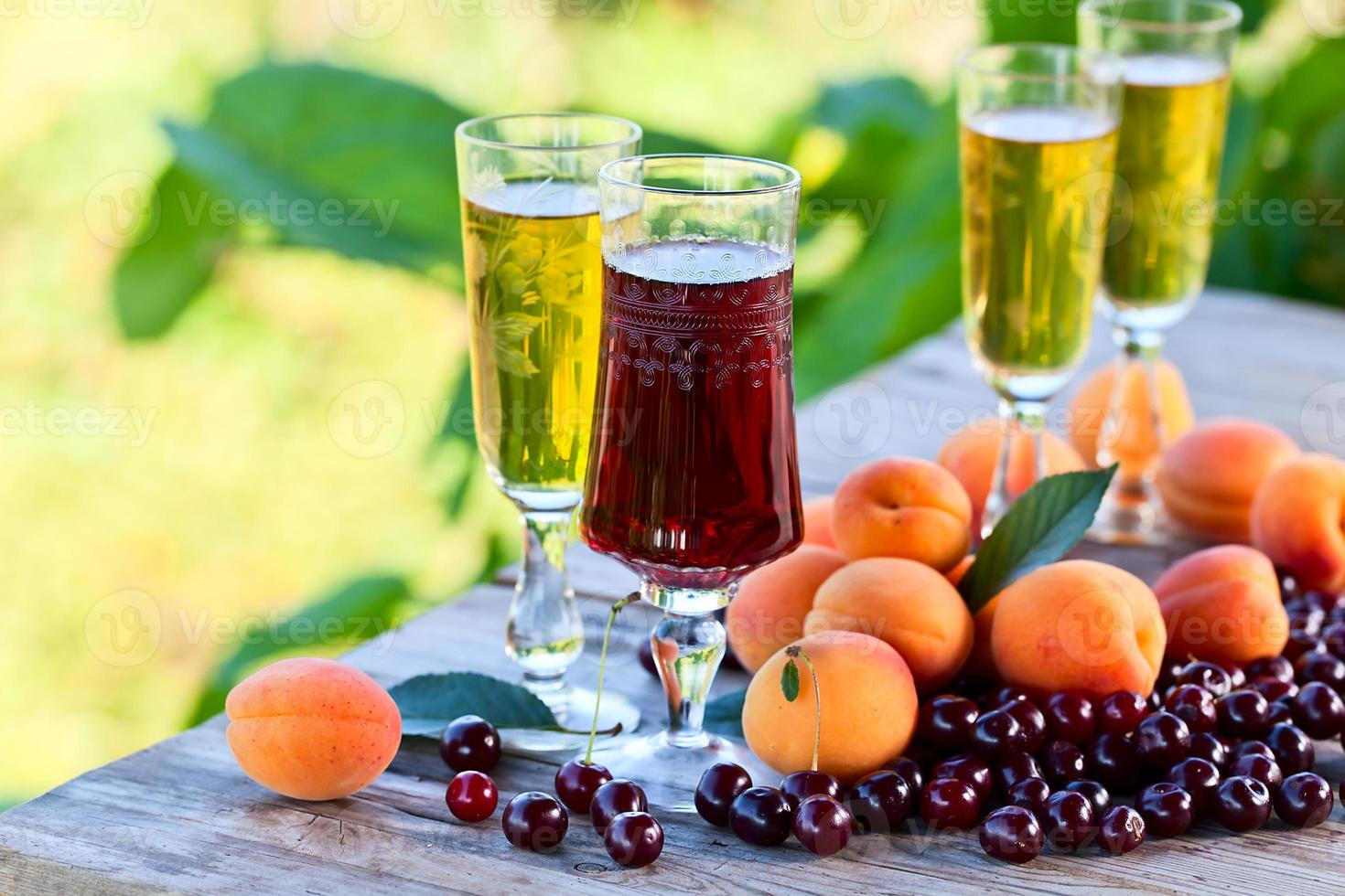vino dulce y frutas foto