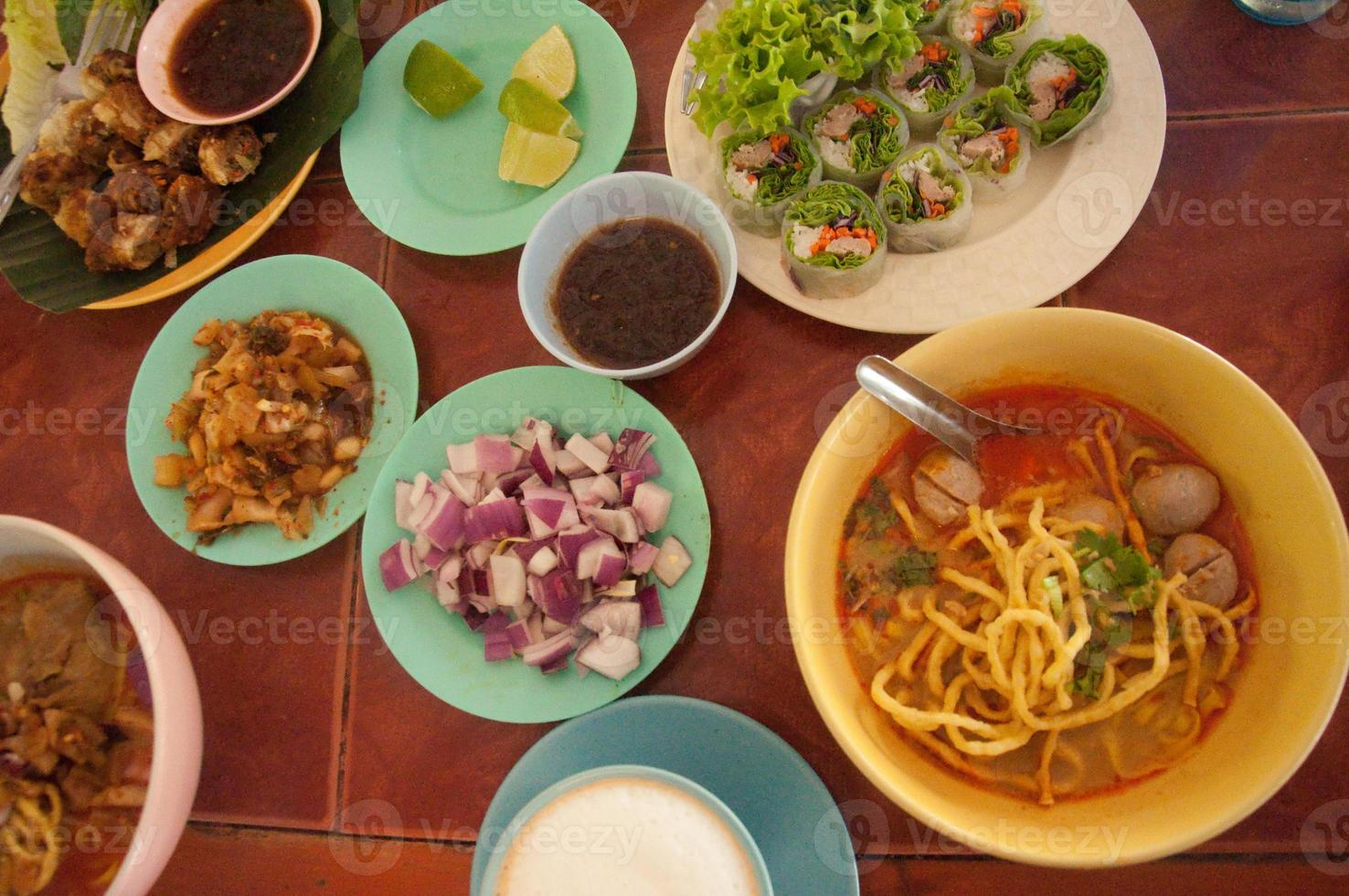 fideos Khao Soi, comida tailandesa foto