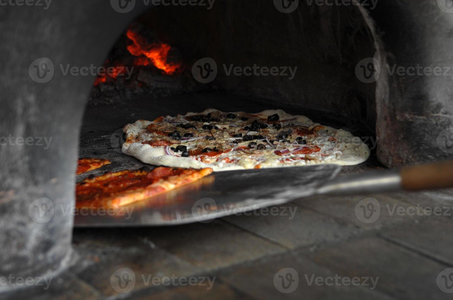 pizza en el horno foto