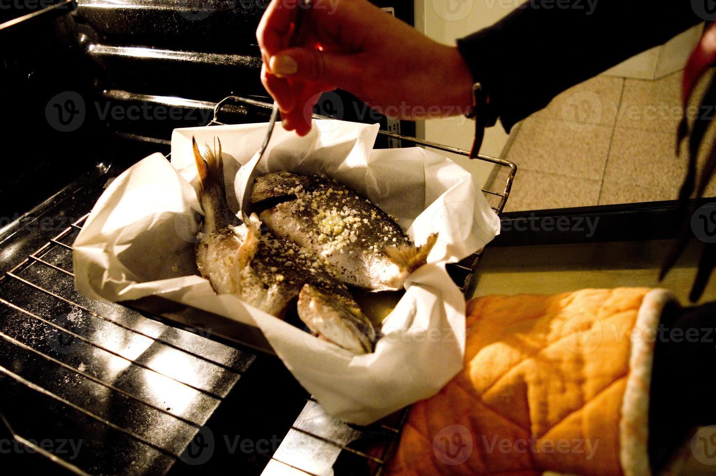 pescado en el horno foto